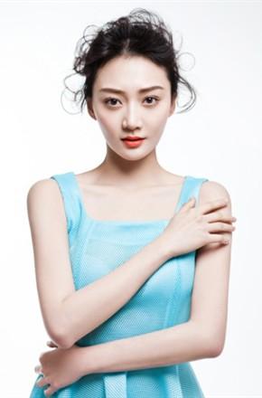 2011年潘之琳主演电视剧《一不小心爱上你》;在电视剧《风华正茂》中