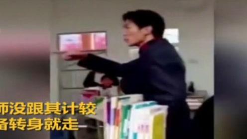 學生教室內公然辱罵老師 最后竟持板凳圍毆老師